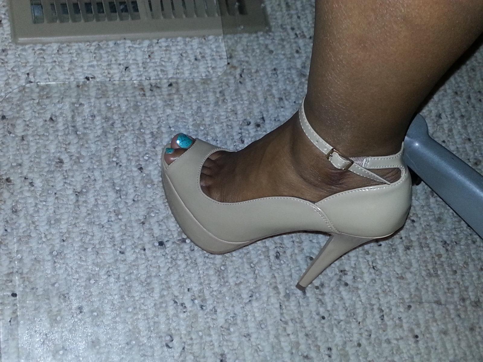 Playful peep toe
